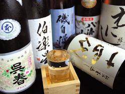 日本全国より厳選された地酒を ご用意。料理にも合いますよ。