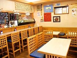 店内は暖かみのある雰囲気。 カウンター席もご用意しております