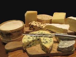 バーではチーズもたくさん取り揃えております。