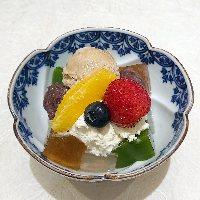 白玉クリームあんみつ850円 (バニラ・抹茶・季節のアイス)