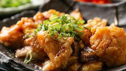 塩ダレで味付けた、コリコリ食感がたまらないタンカルビも人気