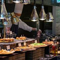 豪華に並べられた料理たちが食欲を刺激します。