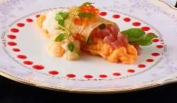 目にも鮮やかな料理。最高のおもてなしでゲストを迎えます。