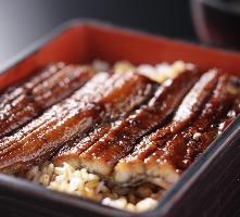 秘伝のタレで備長炭でじっくりと焼き上げた鰻は自慢の逸品です