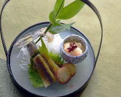 期間限定(6月頃)から鮎が焼きながら食べれます。