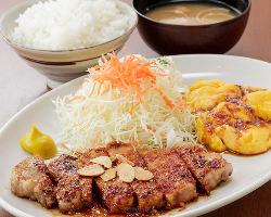 手造りの定食はご飯のおかわりが無料!