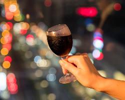 夜は大パノラマの夜景の中で誕生日や記念日をお祝い♪デートにも