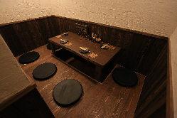 大人モダンな雰囲気のくつろいで過ごせる個室&テーブル席です