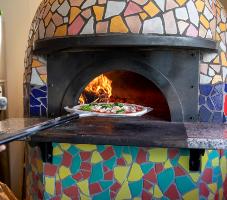 薪薪で焼き上げるピザは本格的な味をお楽しみいただけます。