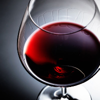 ワインは約20種。通をも唸らせる至高の一杯をご提供いたします