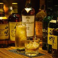 ウイスキーを始めサワー・カクテルなどアルコールメニュー充実