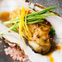 魚介メニューも充実。鉄板でダイナミックに調理する繊細な味