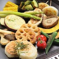 『厳選野菜の鉄板焼』 季節の厳選野菜を丁寧に焼き上げます。