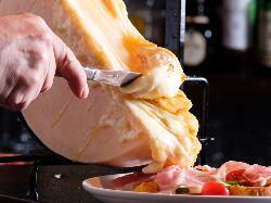 大人気のラクレットチーズをご堪能下さい!