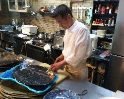 料理歴43年のオーナーシェフ。27年間ホテルで 修行後オープン。