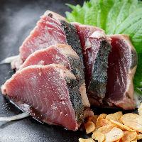 高知県土佐一本釣りの藁焼きカツオなど、産直鮮魚も人気!