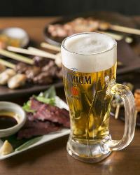 キーンと冷えたビールとともに、名物料理をお楽しみあれ!