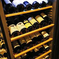 ワインは店内のワインセラーで温度管理しております!