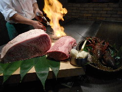 圧巻の炎のパフォーマンスはサプライズディナーに最適です!