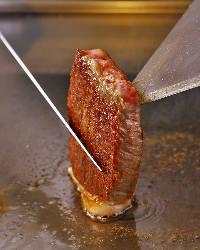 柔らかく旨みがギュッと詰まった絶品ステーキをご堪能ください