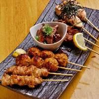 梅田で地鶏料理を食べ尽くす!看板メニューの炭火焼&串焼き♪
