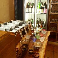 季節と料理に合わせた厳選日本酒約60種は、セルフ飲み放題