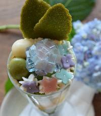 和菓子の季節感を取り入れたオリジナル抹茶パフェ
