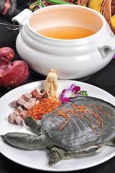 本格薬膳鍋など多彩なコースがご好評頂いております。