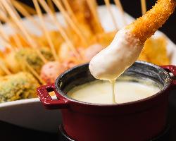 絶品!「濃厚チーズの串かつフォンデュ」はコースも単品もご用意