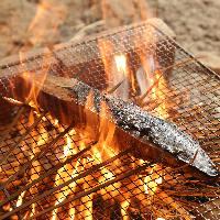 炎で一気に焼き上げ旨味を凝縮!燻製の香りも広がります。