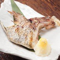 鮮魚や新鮮な野菜も炉端料理も楽しめる居酒屋。