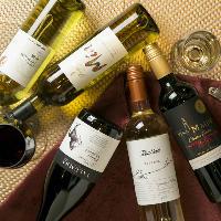 肉によく合う濃厚赤ワインや、魚と相性が良い白ワインが揃います