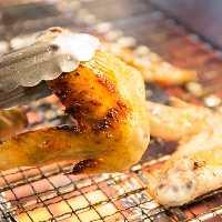 【ブランド鶏】 脂が甘い「阿波尾鶏手羽先炙り焼き」が大人気