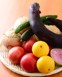 日々変わる新鮮な野菜。当日のご来店でも楽しめます!