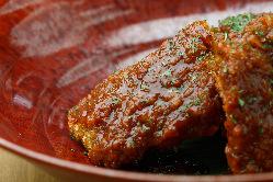 佐賀牛のハンバーグ。特製雲丹ソースが日本酒とベストマッチ。