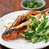 沖縄県の県魚グルクンは唐揚げにするとジューシーな味わいです。