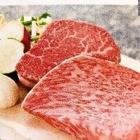 肉はシェフ選りすぐりの黒毛和牛!舌の上でトロけてしまう一品。