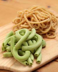 産直野菜を練り込んだ手打ちパスタも必食♪〆の一品にぜひ。