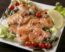 新鮮な旬鮮魚のカルパッチョは活きの良さを実感!
