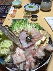 寒い季節にはうれしいお鍋!魚介や野菜が具だくさん◎