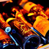 ソムリエのオーナーが選んだ、料理にぴったりのワインをぜひ