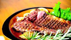 オーナーソムリエ厳選の多彩なワインもご用意しております。