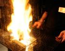 【かご焼き】 炭の上に鶏脂をかけ炎で一気に焼き上げる!!