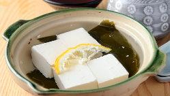 国産大豆を100%使用した南禅寺豆腐。大豆の甘みが感じられます