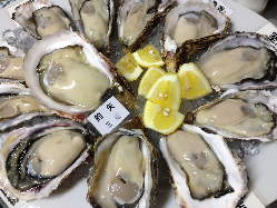 牡蠣は国内外から厳正な審査を通過した安心なものだけを使用。
