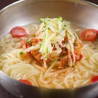 季節を問わず人気の高い「冷麺」!コシが強くのど越しも抜群