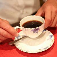 《食後のコーヒー》 老舗店より仕入れたブレンドでほっと一息