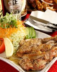 肉料理も充実◎厳選した食材を丁寧に調理しております。