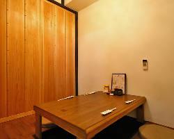 少人数の完全個室あります。4名様までの個室多数あり。