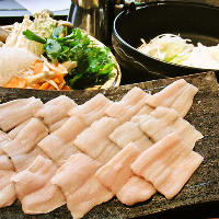 北海道の味覚満載!味噌で調味した出汁が抜群です「石狩鍋」